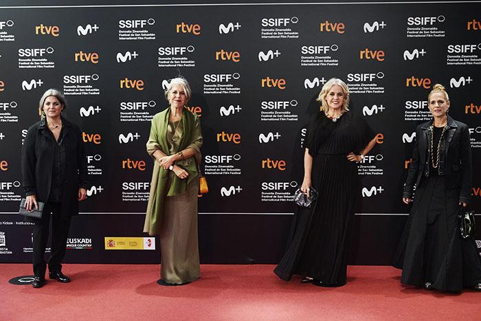 """Rosa All, Alba All, Laura Tous y Marta Tous en el posan durante la presentación del documental """"Oso"""", sulla storia del marchio Tous."""